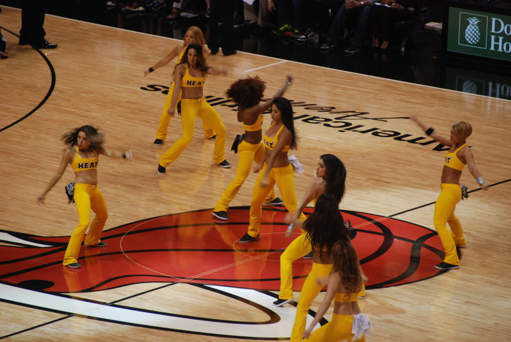 American Airlines Arena - Pon pon girls