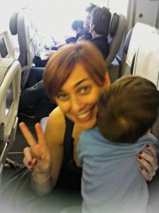 Peekaboo Travel Baby in aereo