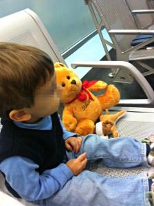 Peekaboo Travel Baby all'aeroporto