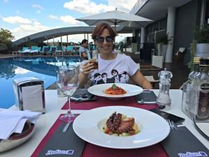 Day Break Hotels_ Pranzo in piscina