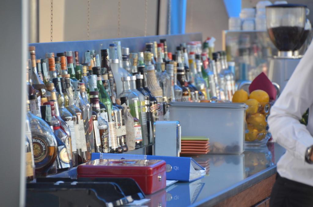 Daybreak Hotels_Radisson bar