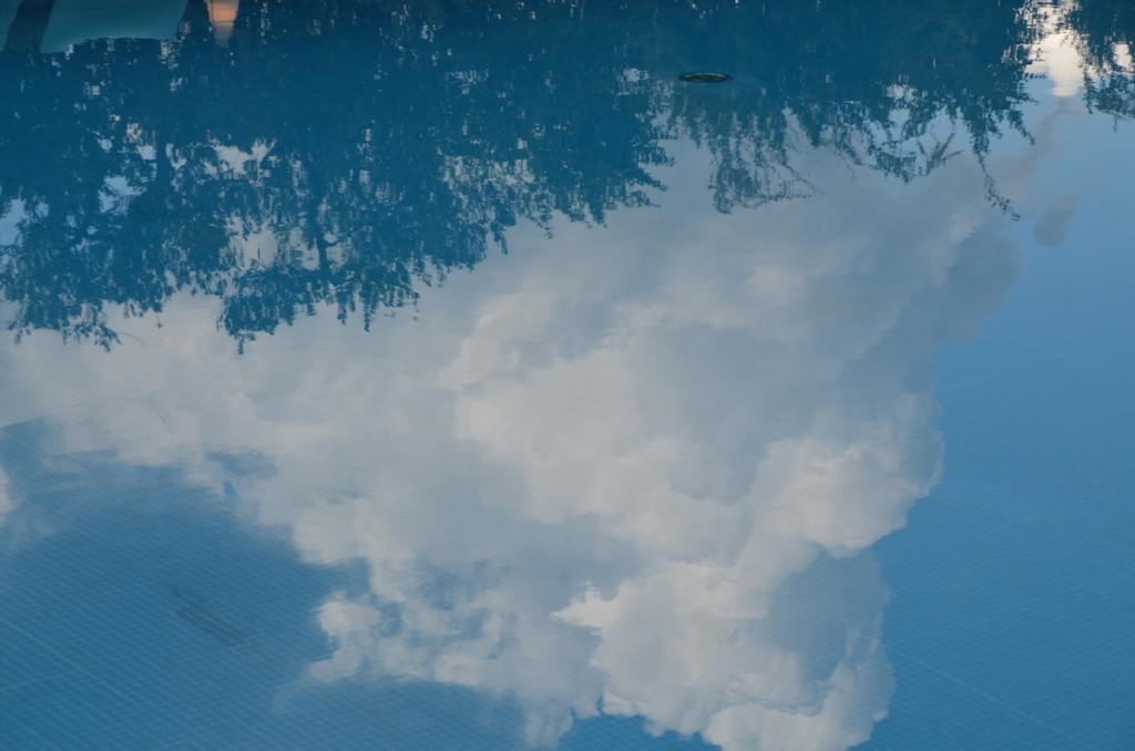 Daybreak Hotels_Radisson piscina cielo