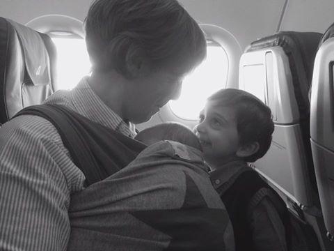 Peekaboo Travel Baby - viaggiare con due bambini